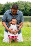 Puntas del bebé a la cámara Fotografía de archivo