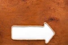 Puntatore fatto della corda con un fondo bianco sul legno Immagini Stock