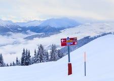 Puntatori alla pista nella stazione sciistica Laax Fotografie Stock Libere da Diritti