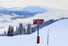 Puntatori alla pista nella stazione sciistica Laax Fotografia Stock