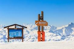Puntatori alla pista nella stazione sciistica Meribe Fotografia Stock