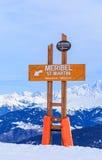 Puntatori alla pista nella stazione sciistica Meribel Immagini Stock Libere da Diritti