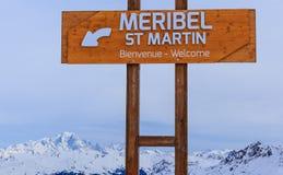 Puntatori alla pista nella stazione sciistica Meribel Immagine Stock