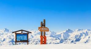 Puntatori alla pista nella stazione sciistica Meribel Fotografia Stock Libera da Diritti