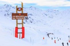 Puntatori alla pista nella stazione sciistica Val Thorens Fotografia Stock Libera da Diritti