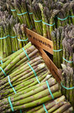 Punte dell'asparago - stalla del mercato Immagini Stock Libere da Diritti