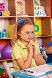 Punte di compito di studio del bambino Difficoltà con compito per gli scolari Fotografia Stock