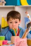 Punte di compito di studio del bambino Difficoltà con compito per i bambini dello scolaro Fotografie Stock