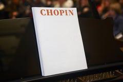 Punteggio musicale classico di Chopin con il piano ed il fondo Fotografia Stock