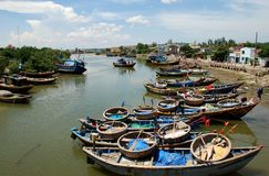 Puntelli e porto di Phan Thiet nel Vietnam Immagine Stock Libera da Diritti