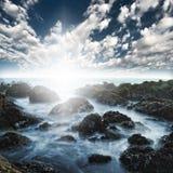 Puntello di mare roccioso della spiaggia dell'oceano Fotografie Stock Libere da Diritti
