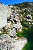 Puntello roccioso del lago Fotografia Stock Libera da Diritti