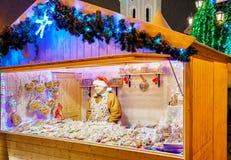 Punten van de mensen de verkopende peperkoek bij de Vilnius-Kerstmismarkt Royalty-vrije Stock Afbeeldingen