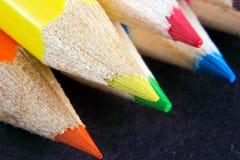 Punten van gekleurde kleurpotloden Royalty-vrije Stock Foto's