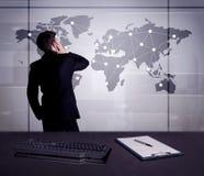 Punti del disegno dell'uomo d'affari sulla mappa di mondo Fotografie Stock Libere da Diritti