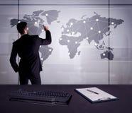 Punti del disegno dell'uomo d'affari sulla mappa di mondo Fotografia Stock Libera da Diritti
