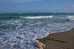 Punti della freccia al mare Fotografie Stock Libere da Diritti