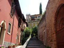 Punti delle scale in collina di Verona, Italia immagine stock libera da diritti