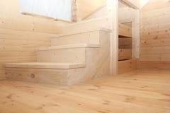 Punti delle scale di legno del sottotetto sotto il conctruction Fotografia Stock Libera da Diritti