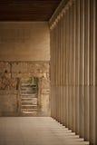 Punti di pietra accanto a Stoa della colonnato di Attalos Immagine Stock