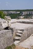 Punti di pietra antichi sul plateau del Chufut-Cavolo Immagine Stock Libera da Diritti