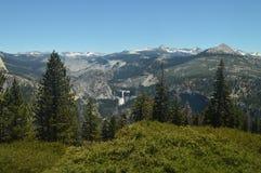 Punti di vista meravigliosi di Forest From The Highest Part di una delle montagne del parco nazionale di Yosemite Feste di viaggi fotografia stock libera da diritti