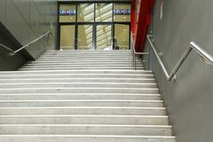 Punti ed entrata a Spencer Outlet Centre, un recinto di acquisto che alloggia una grande miscela dei punti di vendita Fotografie Stock Libere da Diritti