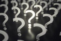 Punti interrogativi con profondità di campo Idea o problema di concetto rappresentazione 3d Immagini Stock