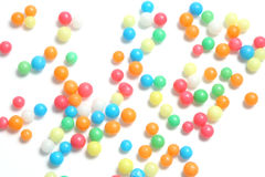 Punti variopinti di zucchero su bianco Immagini Stock