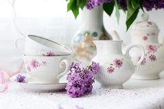 Puntilla de la lila en una taza Fotografía de archivo