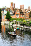 PUNTING I CAMBRIDGE Arkivfoto