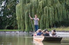 Punting i sommar på flodkammen Royaltyfri Fotografi