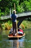 Punting na Avon rzeczny Christchurch, Nowa Zelandia - Zdjęcie Stock