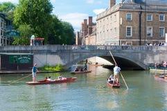 Punting na krzywka, Cambridge, Anglia, UK Zdjęcie Royalty Free