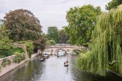 Punting na krzywka rzece w Cambridge, Anglia Obraz Royalty Free