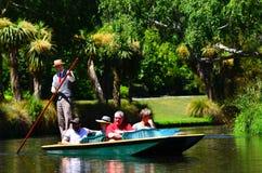 Punting på den Avon floden Christchurch - Nya Zeeland Royaltyfri Bild