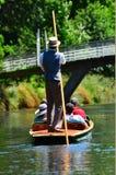 Punting på den Avon floden Christchurch - Nya Zeeland Arkivbilder