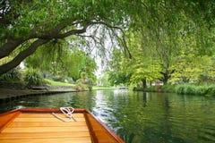 Punting på floden i sommar Royaltyfria Bilder