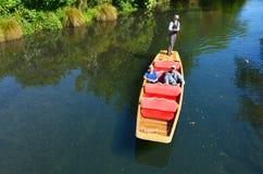 Punting på den Avon floden Christchurch - Nya Zeeland Fotografering för Bildbyråer