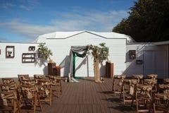 Punto al aire libre hermoso de la ceremonia de boda Foto de archivo