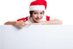 Punto asiático de la muchacha de Santa Claus de la Navidad abajo para esconder la muestra Imágenes de archivo libres de regalías