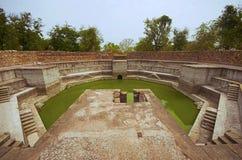 Punto bene, situato a Jami Masjid Mosque, Unesco Champaner protetto - parco archeologico di Pavagadh, Gujarat, India Fotografia Stock