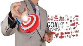 Punto de la mano del hombre de negocios a la meta del negocio Imagen de archivo libre de regalías