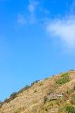 Punto de visión en la montaña con el cielo azul Fotos de archivo