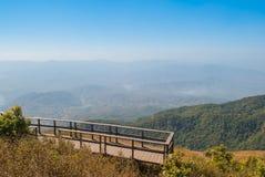 Punto de visión en la naturaleza hermosa de la montaña para el adventur del viaje Foto de archivo