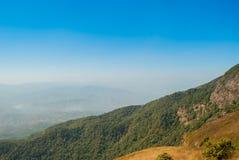 Punto de visión en la naturaleza hermosa de la montaña para el adventur del viaje Imágenes de archivo libres de regalías