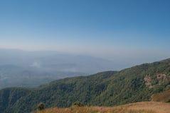 Punto de visión en la naturaleza hermosa de la montaña para el adventur del viaje Fotos de archivo