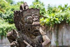 Punto de vista de adornamiento del monstruo de la cascada de Tegenungan en Bali Imágenes de archivo libres de regalías