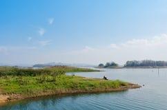 Punto de vista de la isla y del lago Imagen de archivo