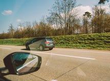 Punto de vista del POV del pasajero que mira Volkswagen Touareg SUV Imagenes de archivo